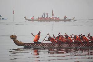 Hàng chục thuyền rồng tranh đua giữa lòng Hà Nội