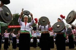 Ngắm hàng nghìn cô gái Thái xinh đẹp tại lễ khai hội Mường Bi