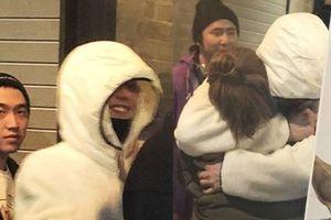 Sao Hàn 25/2: Big Bang G-Dragon ôm chặt người hâm mộ trước ngày nhập ngũ
