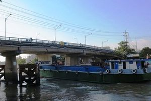 Hàng loạt phương tiện thủy nội địa tự ý rời cảng, bến thủy