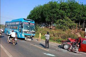 Tranh cãi vụ tai nạn nghiêm trọng giữa xe khách – xe con: Ai sai, ai đúng?