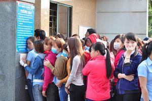 Hơn 1.000 công nhân đứng chờ việc trước cổng Công ty KL Texwell Vina