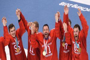 Đội tuyển Nga hát vang quốc ca mặc 'án phạt'