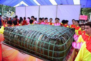 Lãnh đạo Bộ Văn hóa: 'Bánh giầy 3 tấn quá hình thức, lãng phí'