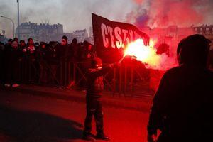 Cổ động viên PSG quá khích, dọa Real trước cuộc chiến ở Paris