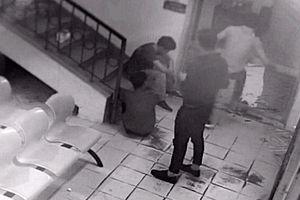 Điều tra vụ nhóm thanh niên đập phá bệnh viện, đuổi đánh bác sĩ