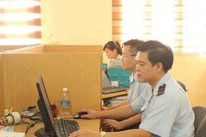 Chủ tịch UBND tỉnh Quảng Ninh tặng Bằng khen cho 7 công chức Hải quan
