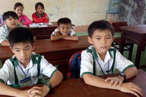 Bộ GD-ĐT tặng Bằng khen học sinh lớp 3 trả tài sản cho người đánh rơi