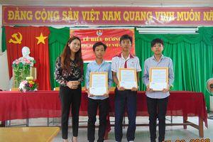 Trung ương Đoàn khen thưởng ba học sinh