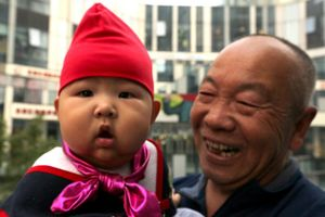 Trung Quốc hoang mang khi dân số già hóa nhanh, giới trẻ lười sinh con