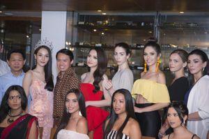 Hương Giang rạng rỡ đọ sắc cùng với các mỹ nhân ở Hoa hậu Chuyển giới quốc tế 2018