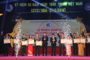Tôn vinh những thầy thuốc trẻ Thủ đô nhận giải Đặng Thùy Trâm