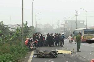Ôtô va chạm xe máy làm hai người thương vong