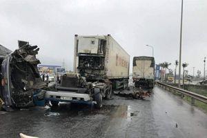 Xe container đối đầu xe tải, 3 người bị thương