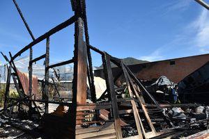 'Bà hỏa' thiêu rụi xưởng mộc và 2 căn nhà