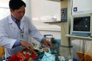Cứu sống bệnh nhi sơ sinh bị dị tật không có cơ hoành