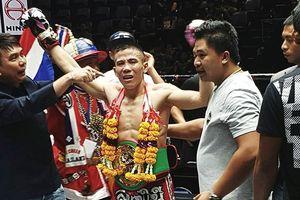 Võ sĩ Việt giành đai WBC Muay Thái lịch sử