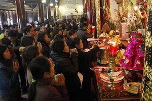 Đình chỉ cán bộ Kho bạc Nhà nước đi lễ chùa trong giờ hành chính