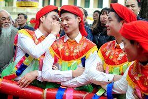 Những pha khiến người xem từ đỏ mặt đến bật cười ở lễ hội đầu xuân mới