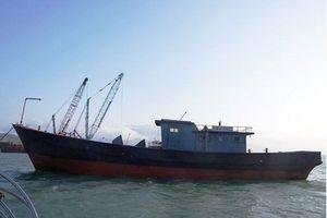 Phát hiện 'tàu ma' chữ Trung Quốc trôi dạt trên biển