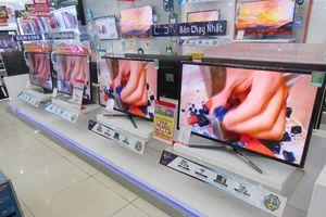 Có nên mua tivi, máy lạnh hàng trưng bày đang ồ ạt 'xả' sau Tết?
