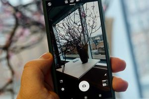 Cận cảnh Xperia XZ2 với thiết kế mới mẻ đầu tiên của Sony