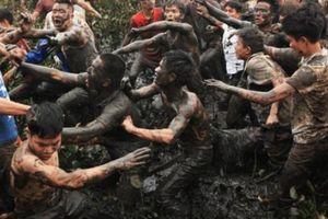 Lý do bất ngờ khiến hàng nghìn trai tráng đổ máu để cướp 'lộc thánh'