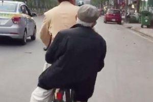 CSGT đạp xe chở cụ già đi tìm nhà: 'Đó là việc nhỏ, ai gặp cũng sẽ làm'