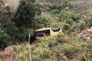 Xe khách đâm xuống vực sâu trong đêm, 20 người thương vong