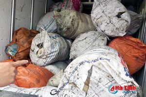 Gần 1 tấn mỡ bò bẩn 'suýt' được vận chuyển ra các tỉnh phía Bắc