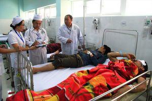 Ủy ban An toàn giao thông quốc gia kiểm tra hiện trường vụ lật xe 19 người tại Kon Tum