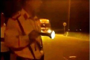 Quảng Nam: Đình chỉ Trung tá CSGT rọi đèn pin, chỉ mặt vào tài xế