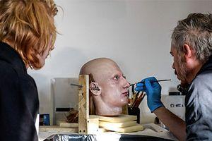 Quá trình tạo ra chiếc đầu người mẫu nhân tạo trong show diễn Gucci