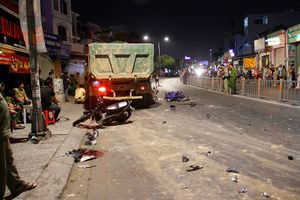 Xe ben cuốn hàng loạt xe máy vào gầm ở Sài Gòn: Tài xế gây tai nạn khai gì?