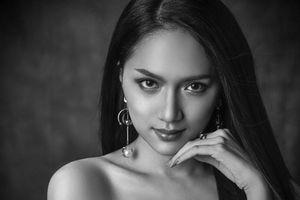Hương Giang 'nổi bần bật' ở vị trí trung tâm trong clip quảng bá của Hoa hậu Chuyển giới