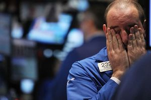 Tổng thống Mỹ đe áp thuế nhôm thép, Dow Jones 'bốc hơi' 420 điểm