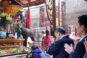 Lộ danh tính 7 cán bộ kho bạc ở Nam Định đi lễ trong giờ hành chính