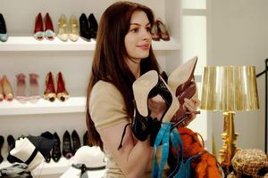 Thực tế phũ phàng của trợ lý thời trang: Bị stylist ném giày, cấm ăn?