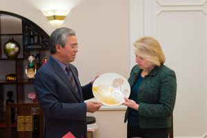 Đại sứ Phạm Quang Vinh chiêu đãi đoàn quan chức ngoại giao Mỹ