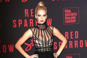 Bất chấp lời chỉ trích, Jennifer Lawrence vẫn diện đồ hở bạo