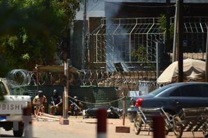 Tấn công khủng bố Đại sứ quán Pháp tại Burkina Faso, ít nhất 13 người chết