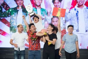 Nhóm Khủng Long Tí Hon giành quán quân 'Cười xuyên Việt - Tiếu lâm hội'
