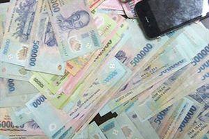 Thanh Hóa: Bắt 13 con bạc, thu giữ 85 triệu đồng