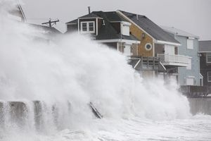 'Bom bão' tấn công, bờ Đông nước Mỹ chìm trong biển nước