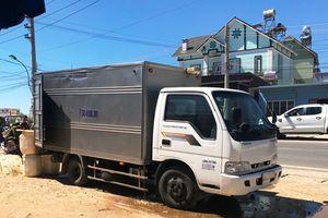 Nam tử vong, nữ nguy kịch trong xe tải đóng kín cửa