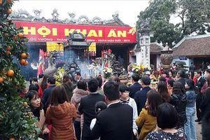 Hà Nam: Miễn nhiệm, điều chuyển và hạ lương cán bộ đi lễ trong giờ hành chính