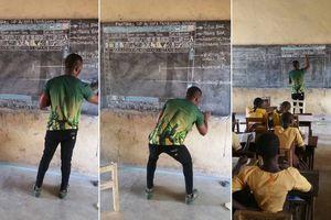 Thầy giáo dạy tin học bằng bảng đen gây xúc động mạnh được Microsoft tặng máy tính