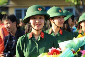 5 nữ thanh niên Hà Nội tình nguyện nhập ngũ