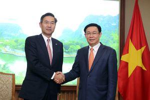 Phó Thủ tướng Vương Đình Huệ tiếp các lãnh đạo Ngân hàng, Tài chính quốc tế