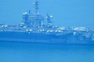Cận cảnh tàu USS Carl Vinson neo đậu tại vinh Đà Nẵng